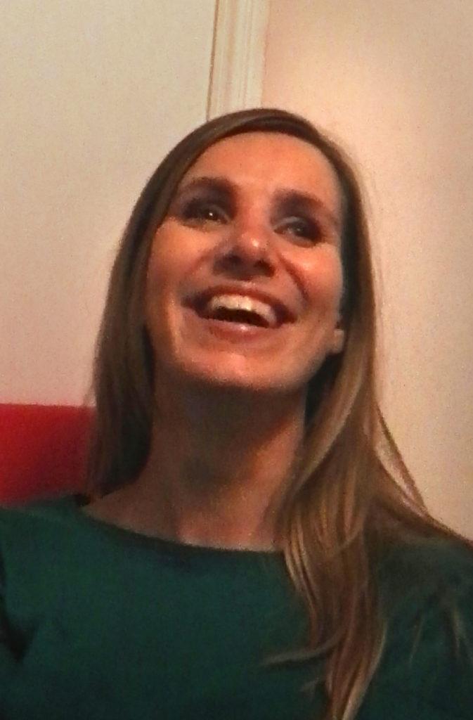 Portrait de Flo en train de rire