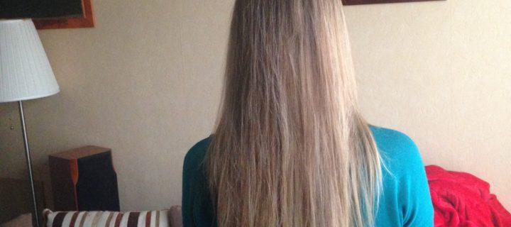 L'eau de rinçage au vinaigre, des cheveux brillants au naturel