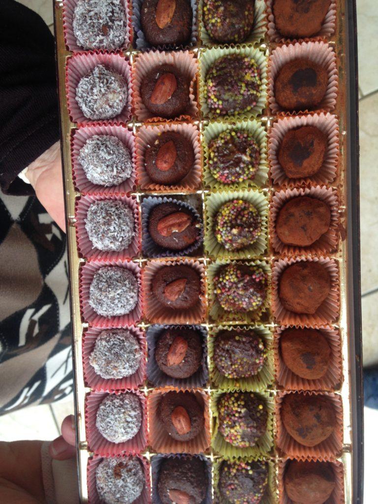 Boîte remplie de truffes en chocolat