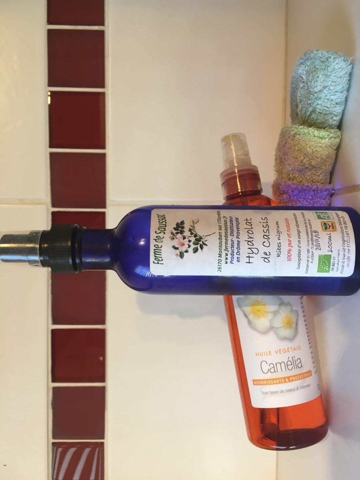 Flacon d'huile végétale, d'hydrolat et cotons réutilisables de couleur