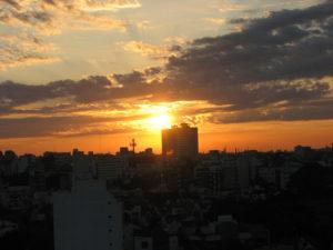 Lever de soleil sur la ville