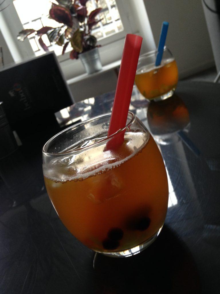 Verre de Bubble tea avec perles, billes et gelées de fruit