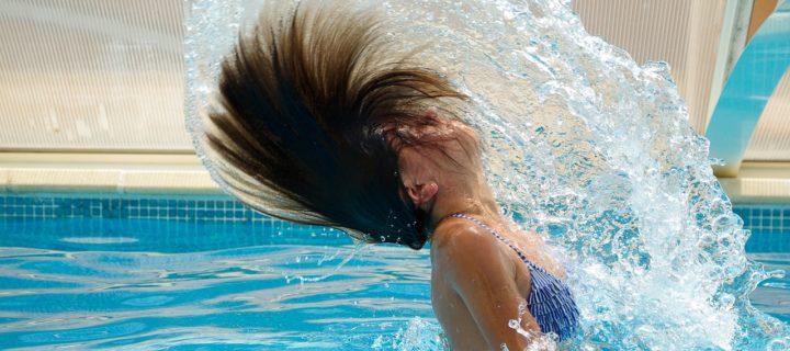 Nager sans se dessécher – mes astuces pour lutter contre l'agression du chlore