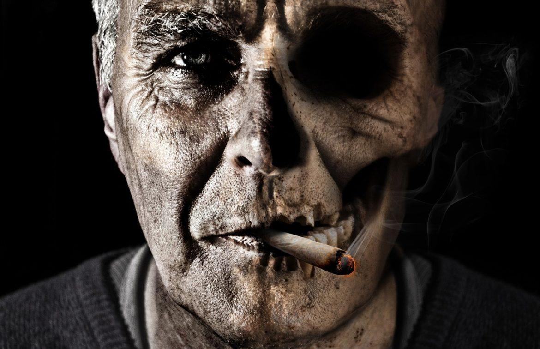 Personne écrasant une cigarette