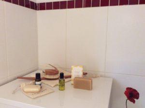 Ensemble de produits Doux-Good (brosse corps, petits flacons d'huile, savons...)