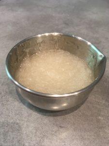 Phase aqueuse dans un bol en aluminium