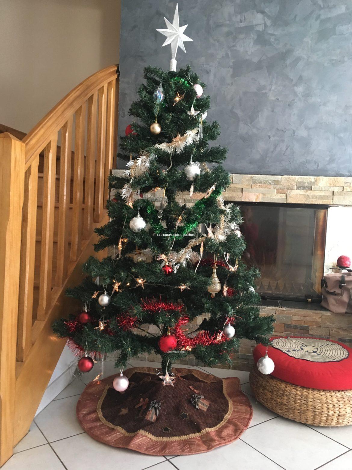 Les coups d'oeil du mois décembre 2018 sur un sapin de Noël décoré